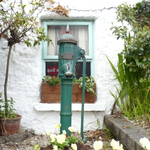 old-water-pump-in-moycullen-village