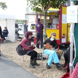 buskers-at-the-country-market-in-moycullen