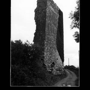 tullykyne-castle-caislean-an-da-chailleach-ruins-of-medieval-tower-house