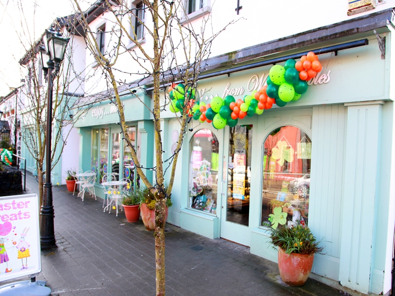 moycullens-st-patricks-day-parade-2013-decorations-at-cafe