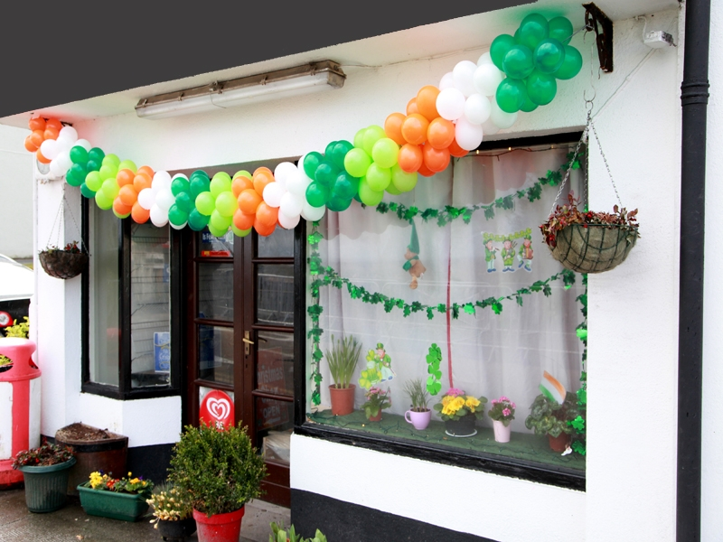 moycullens-st-patricks-day-parade-2013-shop-front-decorations